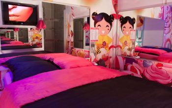 chambre-candyland-toilette-lit-detail-lovehotel