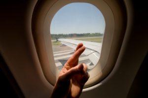 La grande paura di volare può essere sconfitta: cause e rimedi