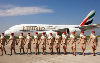 Viaggiare gratis per il mondo ma non solo: pregi e difetti dell'essere assistenti di volo