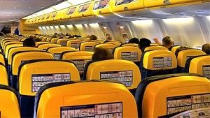 Novità nel mondo Ryanair: niente più bagaglio a mano gratuito