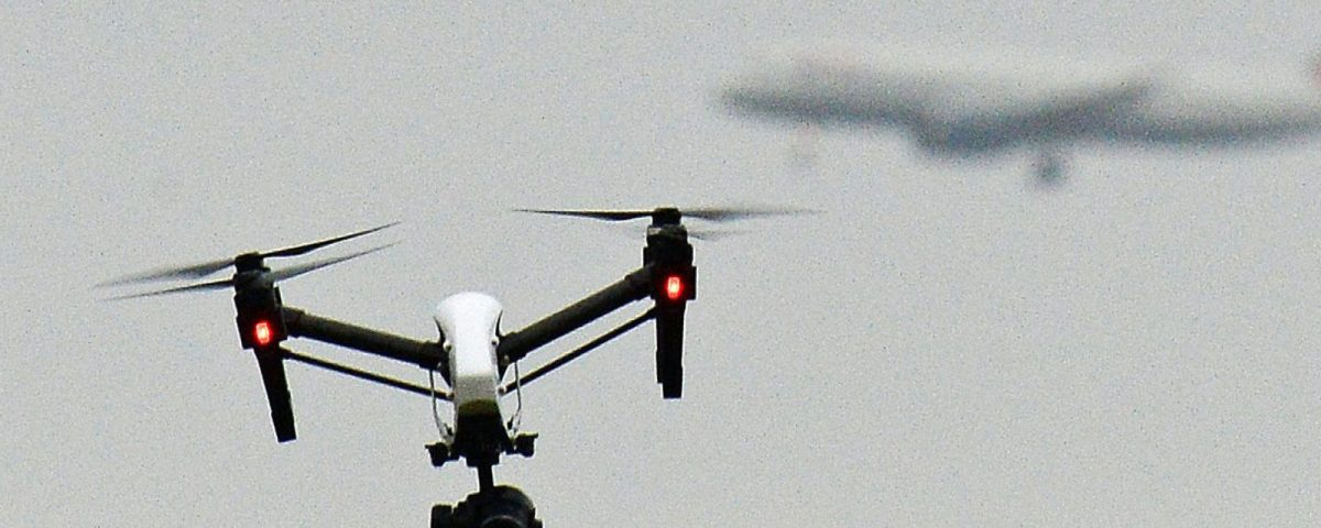 Droni sul cielo londinese: grandi disagi all'aeroporto di London Gatwick