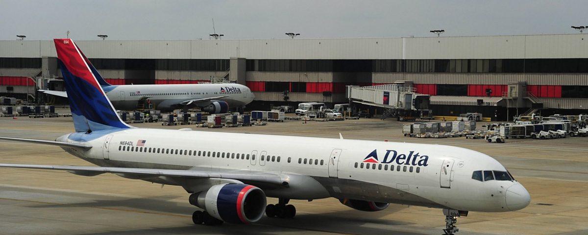 Passeggera in lacrime per il bagaglio distrutto dalla Delta Air Lines