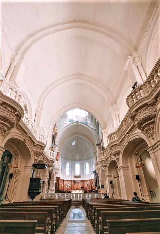 interno della chiesa di Avignone