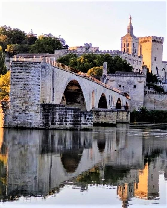 Vista di Avignone con ponte e fiume