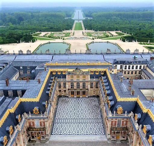veduta aerea di tutta la reggia di Versailles