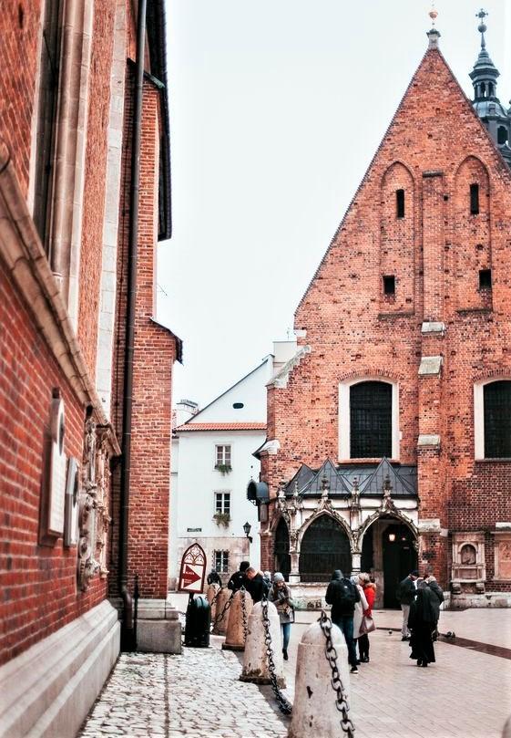 palazzi con mattoncini rossi a Cracovia