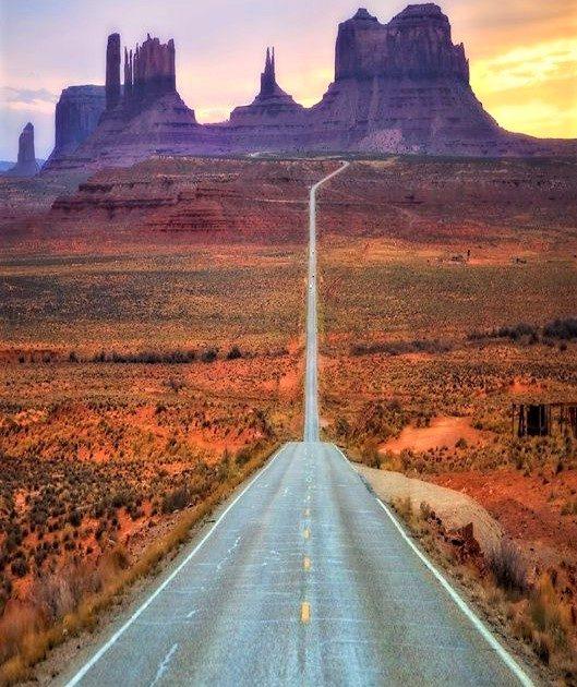 meravigliosa strada che percorre il deserto della California