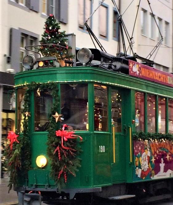 trenino natalizio di colore verde