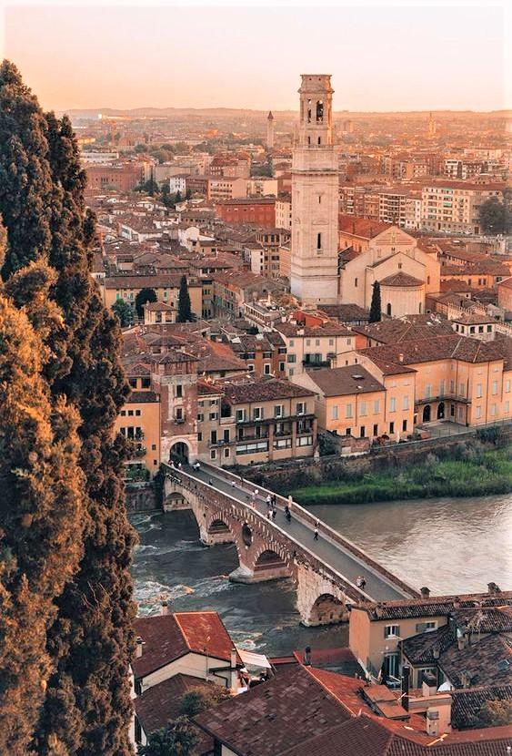 scorcio al tramonto a Verona